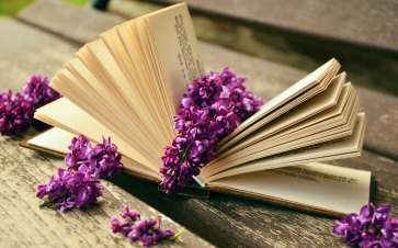 Lilac_flowers_good_book_wallpaper