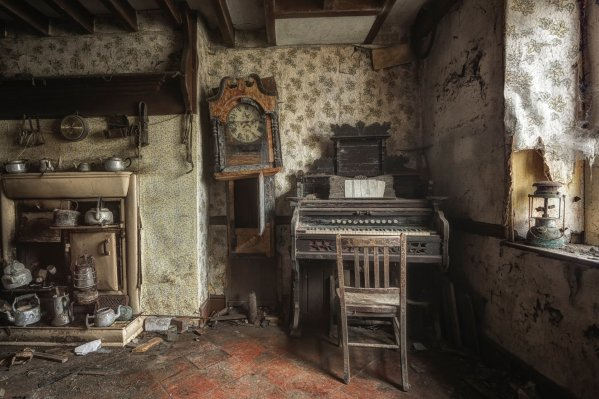 room-old-house-waste-things-abandonment